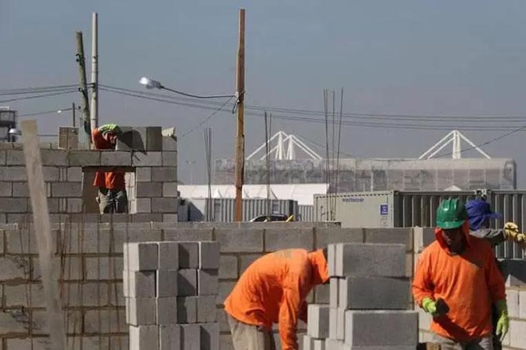 Indústria da construção usa 57% da capacidade em março